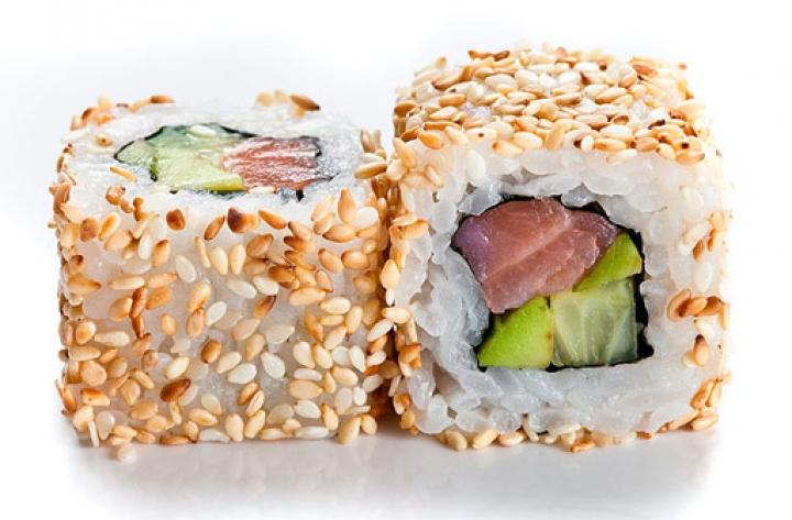 Доставка суши Калифорния с лососем в кунжуте, Буча, Ирпень, Гостомель, Ворзель